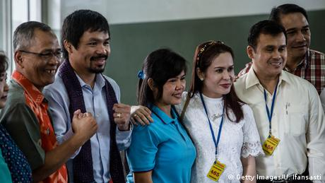 Manny Pacquiao besucht Todekandidatin Mary Jane