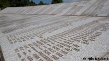 Srebrenica Grabfeld und Chor Superar