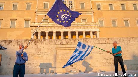 Griechenland EU Fahne vor dem Parlament in Athen