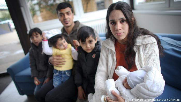 یک خانواده افغان در کمپ پناهجویان واقع در شهر ماینس آلمان