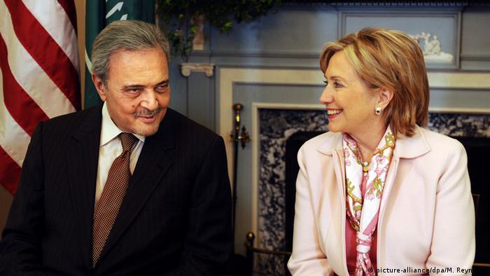 Prinz Saud Al Faisal und Hillary Clinton (picture-alliance/dpa/M. Reynolds)