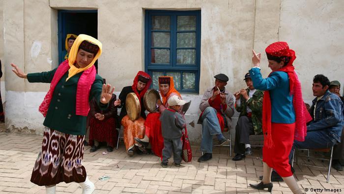 Tadschikistan traditionelle Hochzeit (Getty Images)