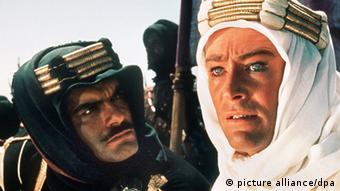 پیتر اوتول و عمر شریف در فیلم لورنس عربستان ساخته ۱۹۶۲ به کارگردانی دیوید لین