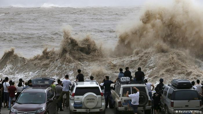 Super-Taifun Chan-Hom Roter Alarm im Südosten Chinas