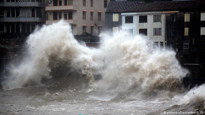 Super-Taifun Chan-Hom Roter Alarm im Südosten Chinas (picture-alliance/dpa/S. Zc)