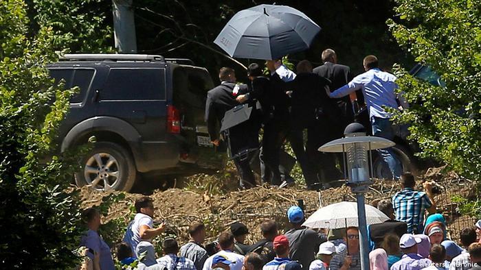 Vučić je pod jakom policijskom pratnjom ispraćen iz VIP centra u Memorijalnom centru u Potočarima.