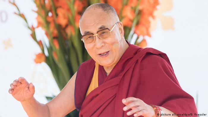 Der Dalai Lama bei einer Pressekonferenz in Wiesbaden (Foto: dpa)