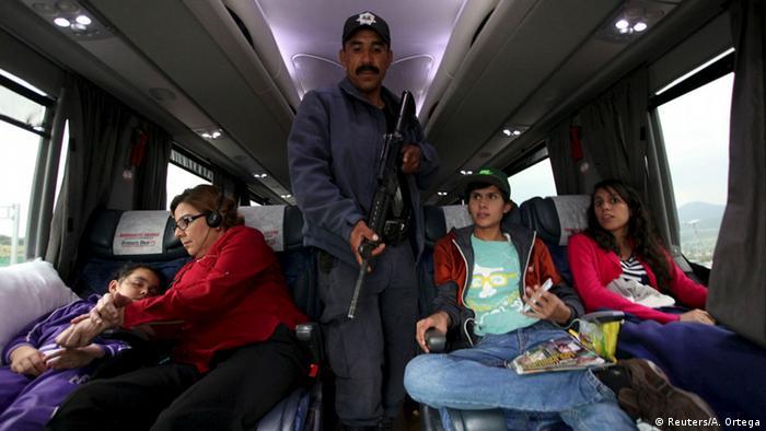 """Familias abandonan tierra natal del """"Chapo"""" por temor"""