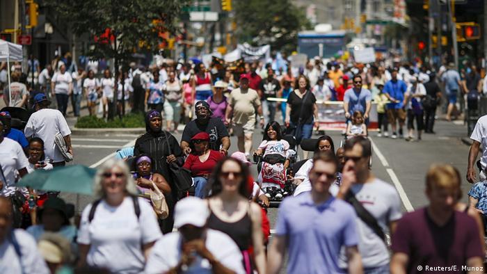 Disability Pride Parade über den Broadway in Manhattan, New York. (Foto: Reuters)