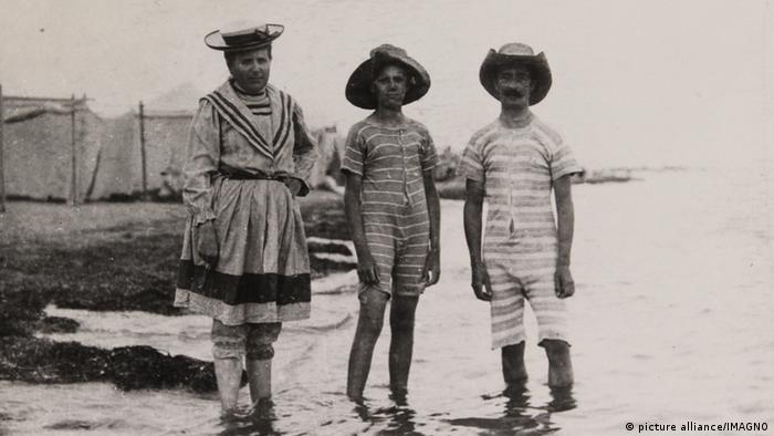 Історія купального костюма