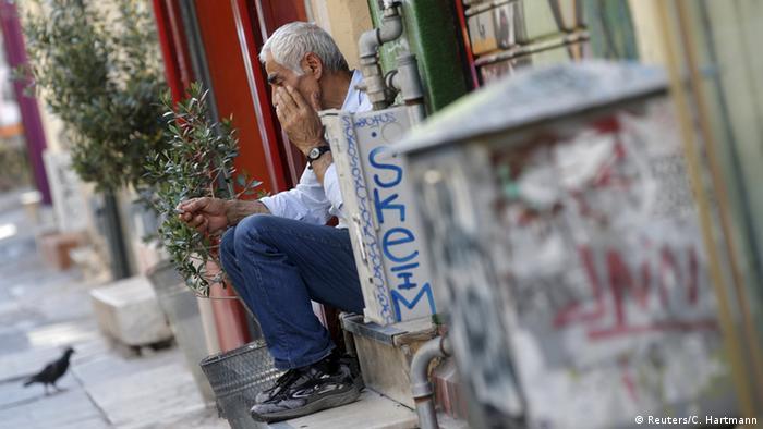 Griechenland Verkäufer vor Geschäft (Reuters/C. Hartmann)