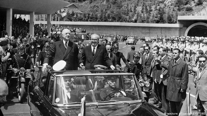 Inauguración del túnel del Mont-Blanc, con la presencia del presidente francés, Charles De Gaulle (a la izquierda de la imagen) y su homólogo italiano, Giuseppe Saragat.