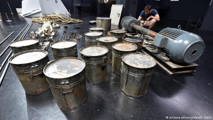 Deutschland Ausstellung Beuy Brock Vostell Honigpumpe am Arbeitsplatz von Joseph Beuys