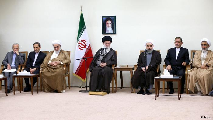 علی خامنهای، رهبر جمهوری اسلامی ایران در شامگاه سهشنبه پس از اعلام توافق جامع هستهای با هیأت دولت ملاقات کرد