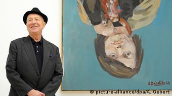 Georg Baselitz with his painting 'Elke 1', Copyright: picture-alliance/dpa/A. Gebert