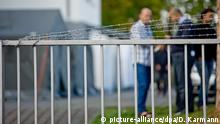 A fence outside asylum-seeker housing in Germany (picture-alliance/dpa/D. Karmann)