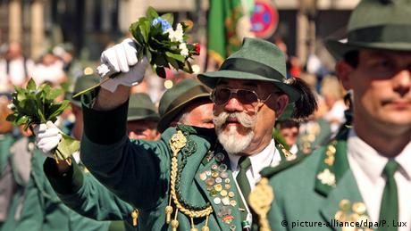 Participants of a traditional Schützenverein parade (picture-alliance/dpa/P. Lux)