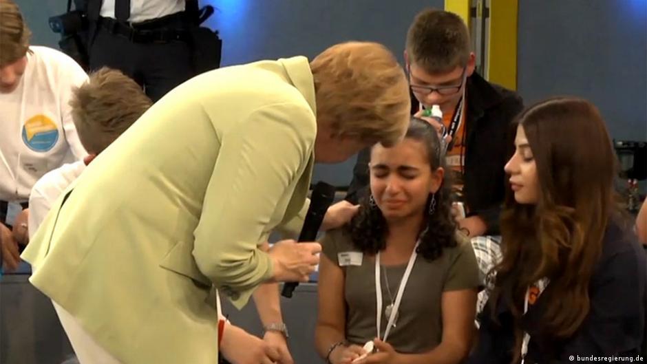 Deutschland Kanzlerin Merkel Bürgerdialog mit Jugendlichen