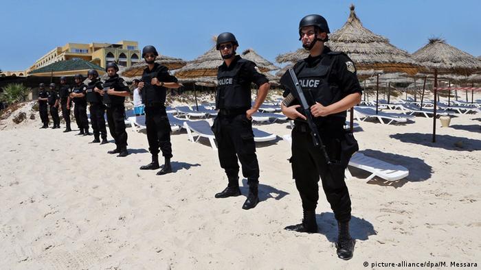 Tunesien Polizei am Strand