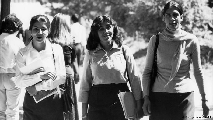 Студентки в Кабул в началото на 1960-те години