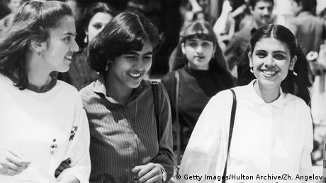 Студентки в Политехническия университет в Кабул: в средата на 1970-те години това е нещо съвсем нормално. Само двайсетина години по-късно жените вече нямат достъп до този университет.