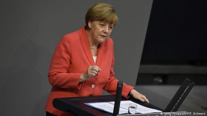 Ангела Меркель на трибуне бундестага