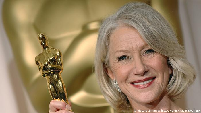 Helen Mirren poses for photos after winning the Oscar for Best Actress in a Leading Role for her part in The Queen at the 79th Annual Academy Awards (picture-alliance/dpa/A. Hahn-Khayat-Douliery)