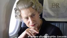 Queen Elizabeth II. gespielt von Helen Mirren sitzt in dem Kinofilm The Queen nachdenklich in einem Flugzeug (undatiertes Szenenfoto). Der Film The Queen ist in sechs Kategorien für den diesjährigen Oscar nominiert worden. Darunter für den besten Film, beste Hauptdarstellerin (Helen Mirren), beste Regie und bestes Drehbuch. Die begehrtesten Filmpreise der Welt werden von der amerikanischen Filmkunst-Akademie in diesem Jahr am 25. Februar vergeben. Foto: Concorde (zu dpa-Themenpaket Oscarverleihung vom 19.02.2007. ACHTUNG: Verwendung nur für redaktionelle Zwecke im Zusammenhang mit der Berichterstattung über diesen Film!) +++(c) dpa - Bildfunk+++