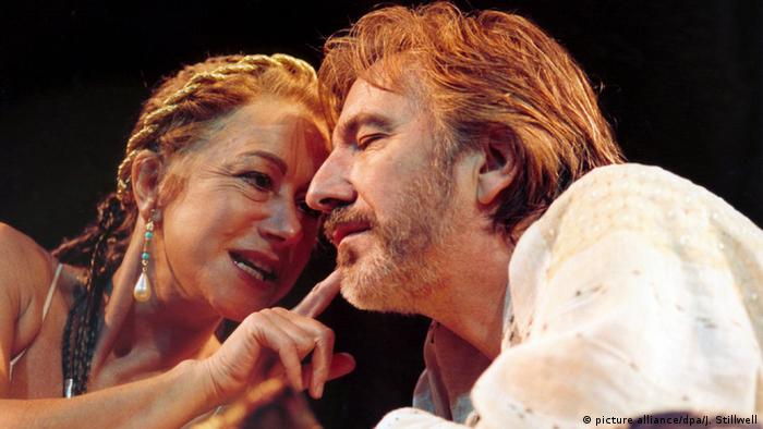Helen Mirren and Alan Rickman in the 1998 play Anthony and Cleopatra (picture alliance/dpa/J. Stillwell)