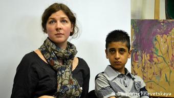 Афганский мальчик Хамун и директор Центра адаптации детей беженцев Ольга Николаенко