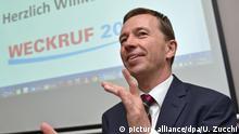 ehemaliger AfD-Vorsitzender Bernd Lucke bei einer Versammlung von Teilnehmern des Vereins Weckruf 2015