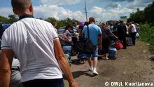 Ukraine Grenzkontrolle zwischen den Kriegsgebieten Luhansk und Donetsk