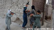 18.7.2015 Bildunterschrift:In this photograph taken on July 18, 2015, Afghan children play with plastic guns as they celebrate the second day of Eid al-Fitr which marks the end of the holy fasting month of Ramadan, on the outskirts of Jalalabad city in eastern Nangarhar province. AFP PHOTO/ Noorullah Shirzada (Photo credit should read Noorullah Shirzada/AFP/Getty Images)