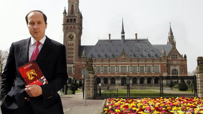 Ґеерт-Ян Кноопс виступав юридичним консультантом низки міжнародних трибуналів: щодо Югославії, Руанді, Сьєрра-Леоне
