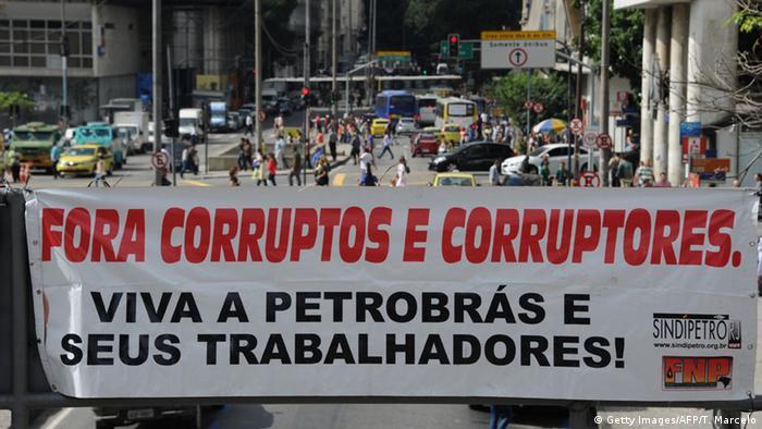 Brasilien, Protest vor dem Hauptquartier von Petrobras