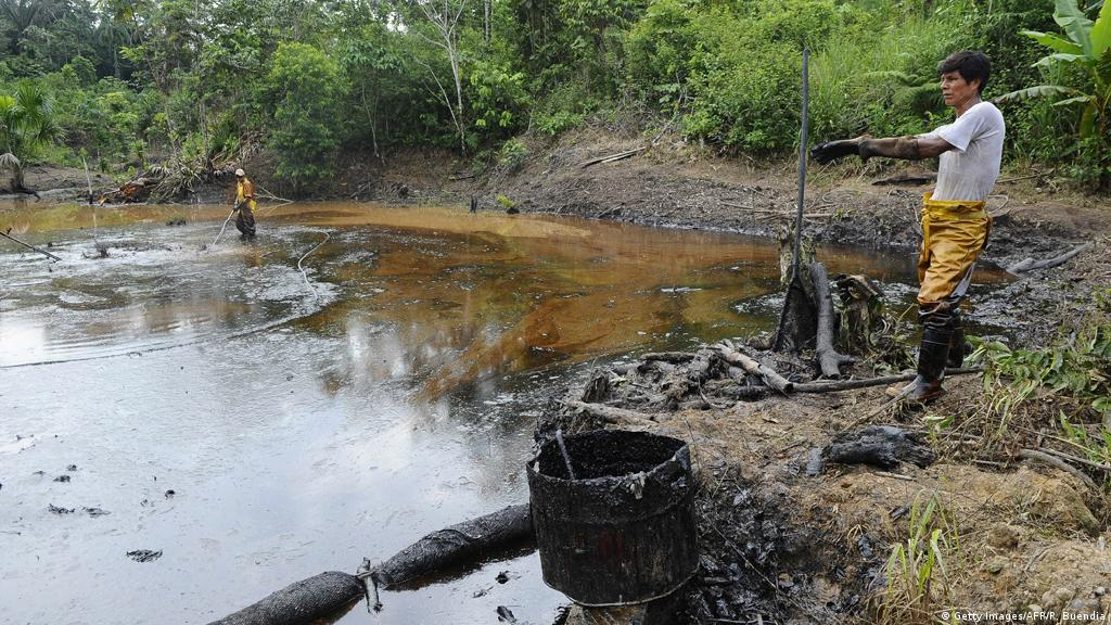 A slippery decision: Chevron oil pollution in Ecuador | Environment| All  topics from climate change to conservation | DW | 09.08.2016