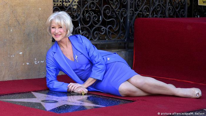 British actress Helen Mirren lies next to her star during a ceremony on the Hollywood Walk of Fame in Hollywood (picture-alliance/dpa/M. Nelson)