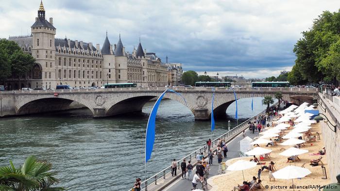 The Seine river banks in Paris now car free | DW Travel | DW ...