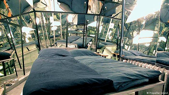 Zehn verrückte Hotels in Deutschland (Bildergalerie) Hotel Propeller Island Berlin