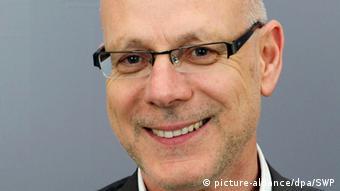 Ο Γκύντερ Σόιφερτ εργαζόταν για χρόνια ως ανταποκριτής γερμανικών εφημερίδων στην Κωνσταντινούπολη ενώ το 2004-2007 δίδαξε στο Πανεπιστήμιο Κύπρου στη Λευκωσία