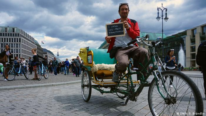 Climate Heroes: Guido Borgers, bicycle rickshaw driver, Berlin. I offer CO2-free transportation