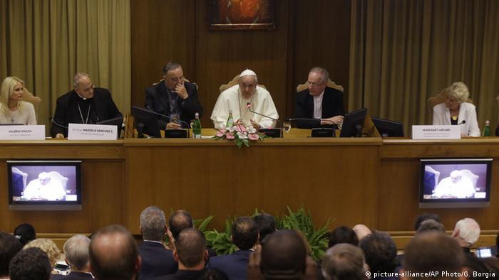 Vatikan, Papst Franziskus hält Konferenz zu Klimawandel und moderner Sklaverei