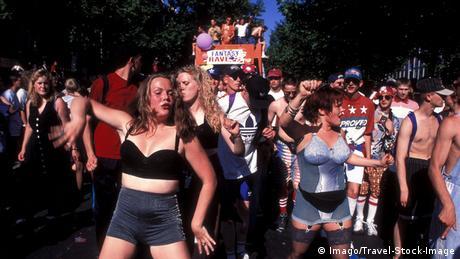 Loveparade in Berlin (Foto: imago/Travel-Stock-Image)