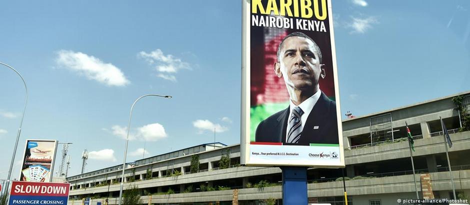 Bem-vindo a Nairóbi, afirma o cartaz em frente ao aeroporto da capital do Quênia