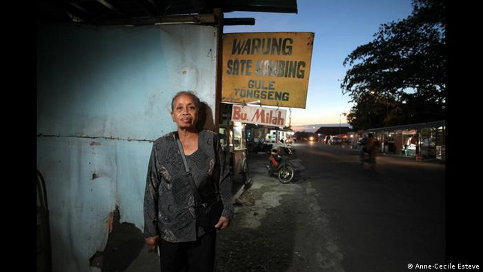 Sumilah aus Yogyakarta, Ausstellung The Act of Living (Foto: Anne-Cecile Esteve/www.acesteve.com)
