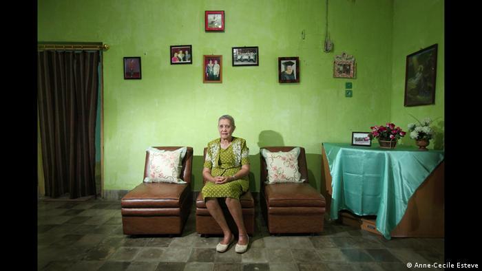 Migelina aus Kupang, Ausstellung The Act of Living (Foto: Anne-Cecile Esteve/www.acesteve.com)