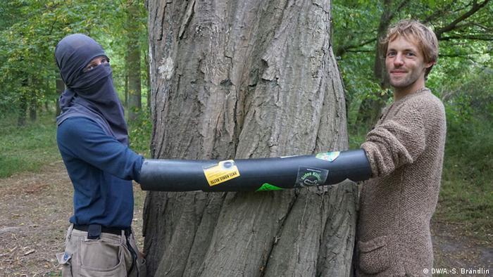 Activistas para salvar el bosque Hambacher Forst.