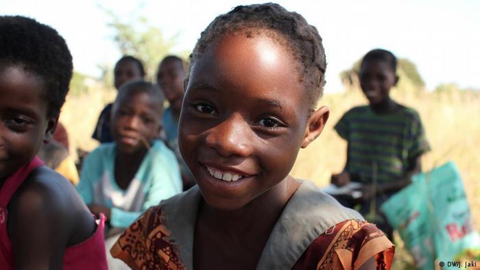 Schülerin Astrida Zyingobos aus Sambia (Foto: Julia Jaki/DW)
