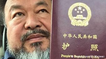 Ai Weiwei mit Reisepass