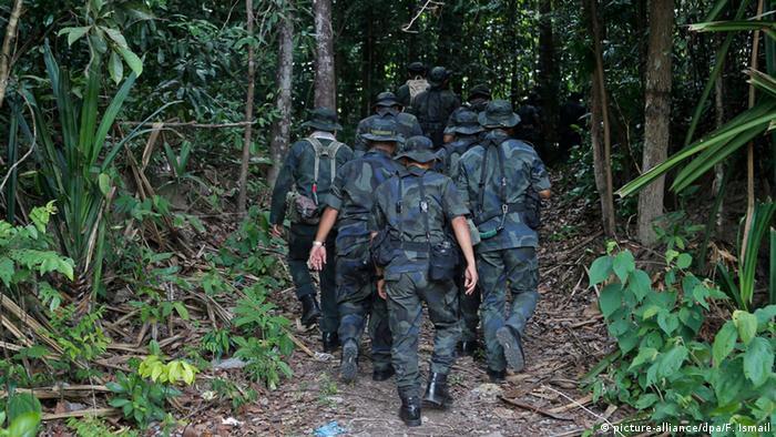 Thailand Grenze Malaysia Sicherheitskräfte Polizei Soldaten (picture-alliance/dpa/F. Ismail)